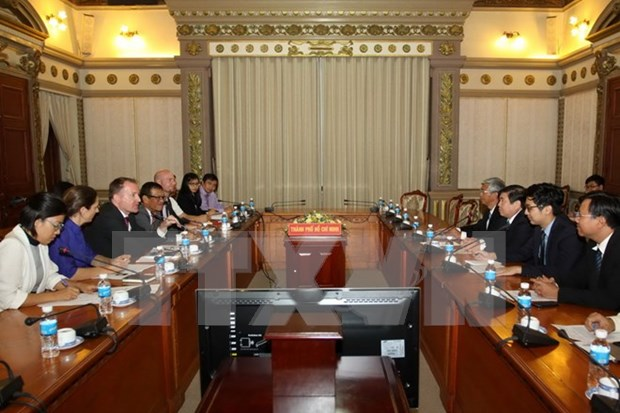 胡志明市领导会见越南欧洲商会首席代表米切尔·贝伦斯 hinh anh 1