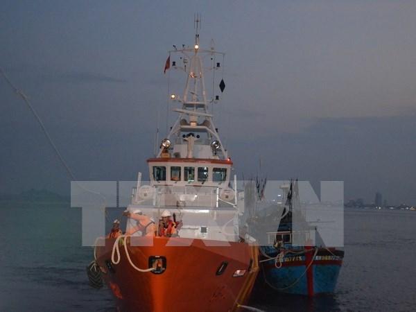 乂安省成功将 NA 93362 TS 号渔船的船员安全送上岸 hinh anh 1