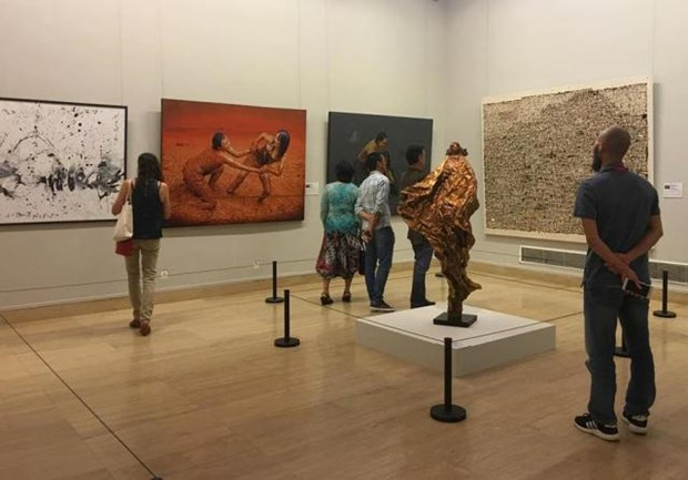四名越南画家参加第七届中国北京国际美术双年展 hinh anh 1