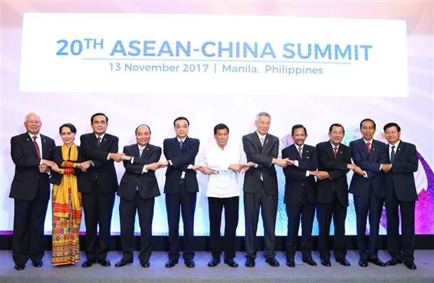 政府总理阮春福出席第31届东盟峰会系列活动 (组图) hinh anh 5