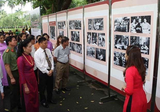 纪念主席府胡伯伯高脚屋建成60周年的图片展 hinh anh 2