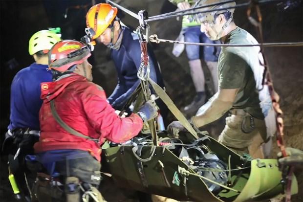 泰国少年足球队救援: 两名澳潜水员事先获得外交豁免权 hinh anh 1