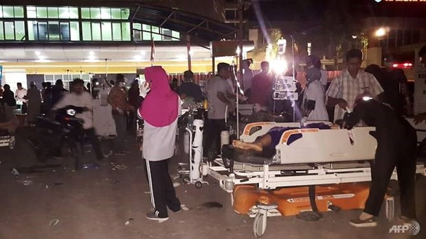 印尼西努沙登加拉省龙目岛地震后的惨状(组图) hinh anh 8