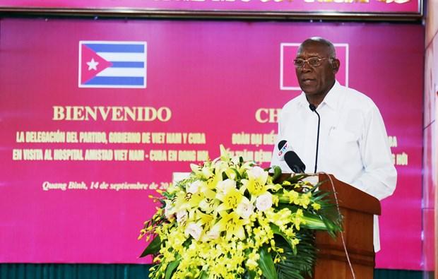 古巴党和政府代表团访问广平省越南古巴友谊医院 hinh anh 2