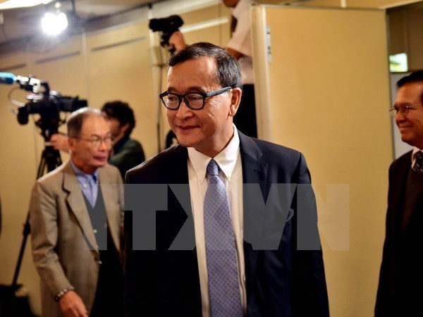 柬埔寨反对党救国党主席桑兰西因涉嫌多种罪名被法院再次发出逮捕令 hinh anh 1