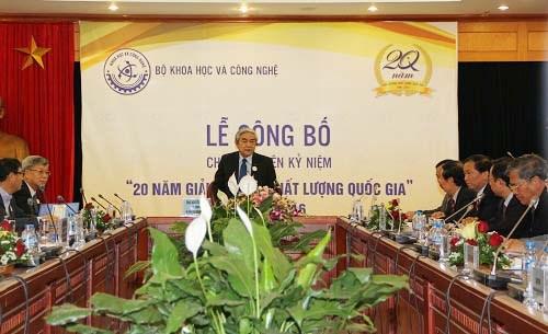 越南科学技术部公布全国质量奖20年系列纪念活动 hinh anh 1