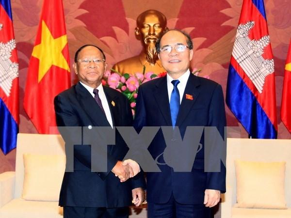 越南国会主席阮生雄会见柬埔寨国会主席韩桑林 hinh anh 1