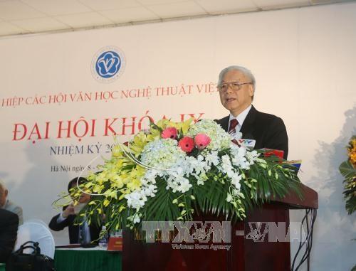 越共中央总书记阮富仲出席第九届越南文学艺术联合会全国代表大会 hinh anh 1