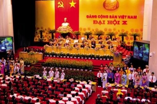 越南革新开放30周年的成就:党革新开放路线的发展 hinh anh 1