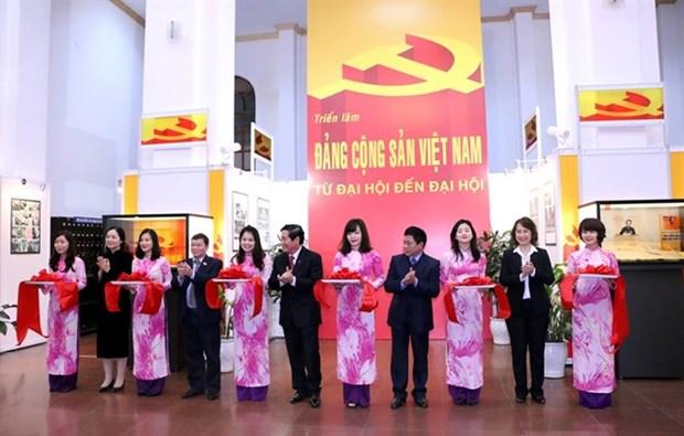 """""""越南共产党——从大会走向大会""""资料图片展在海防市开展 hinh anh 1"""