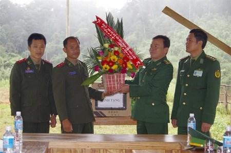 承天顺化省边防部队访问老挝塞公省军事指挥部531边界保卫连 hinh anh 1
