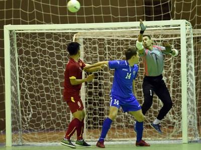 2016亚洲五人制足球锦标赛热身赛:越南队战平乌兹别克斯队 hinh anh 1