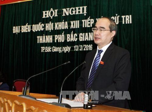 越南祖国阵线中央委员会主席阮善仁接触北江省选民 hinh anh 1