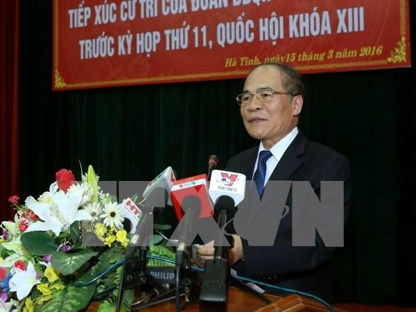 越南国会主席阮生雄接触河静省选民 hinh anh 1