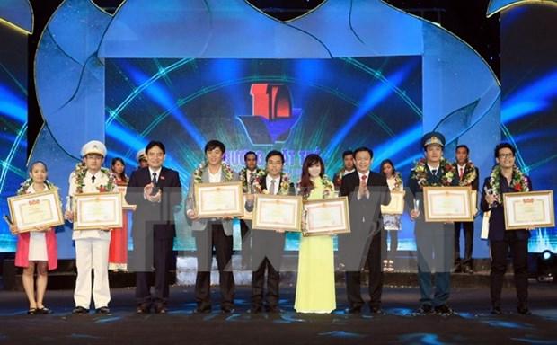 2015年越南模范青年奖颁奖仪式在河内举行 hinh anh 1