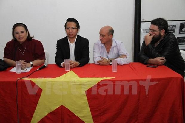 阿根廷友人高度评价越南妇女在社会发展中的作用 hinh anh 1