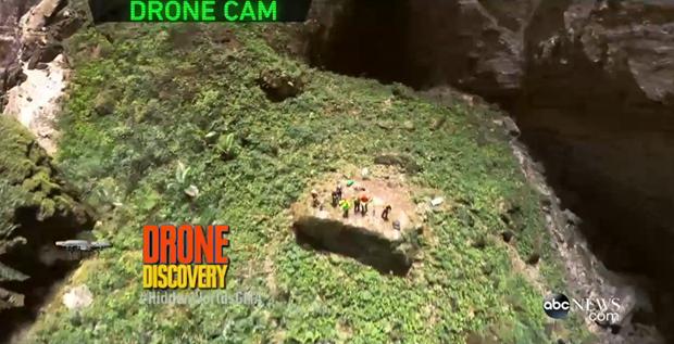 《山洞窟--地下天堂》画册正式出版 hinh anh 1