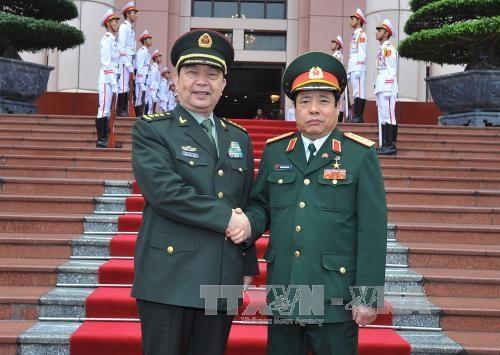 越南国防部部长冯光青大将与中国国防部部长常万全上将举行会谈 hinh anh 1