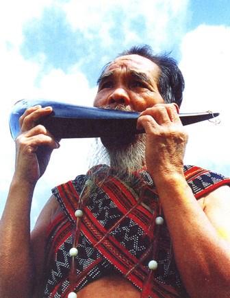 推介戈都族传统文化活动首次在岘港市博物馆举行 hinh anh 1