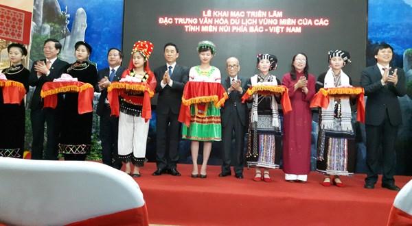 越南北部山区特产在首都河内中心精彩亮相 hinh anh 1