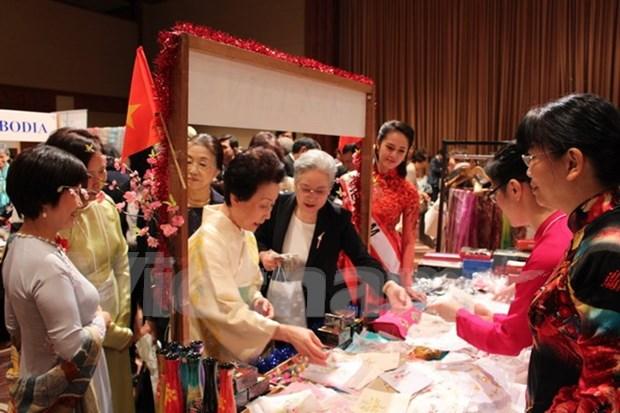 越南参加亚太妇女协会的慈善义卖活动 hinh anh 1