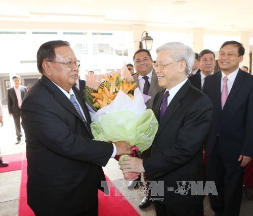 老挝各大报纸密集报道老挝人民革命党中央总书记、国家主席本扬·沃拉吉访越之旅 hinh anh 1
