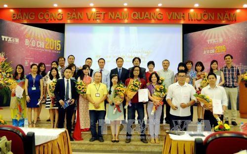 2015年越通社新闻奖:56个最佳新闻作品获奖 hinh anh 1