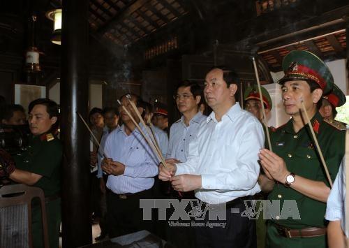 越南国家主席陈大光看望慰问广南省越南英雄母亲和伤残军人 hinh anh 1