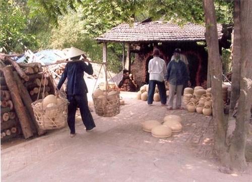 广南省清河陶瓷村被评为最受欢迎的手工艺村 hinh anh 1