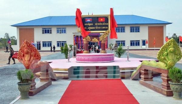 越南援建柬埔寨皇家军队军官培训学校礼堂正式落成投用 hinh anh 1