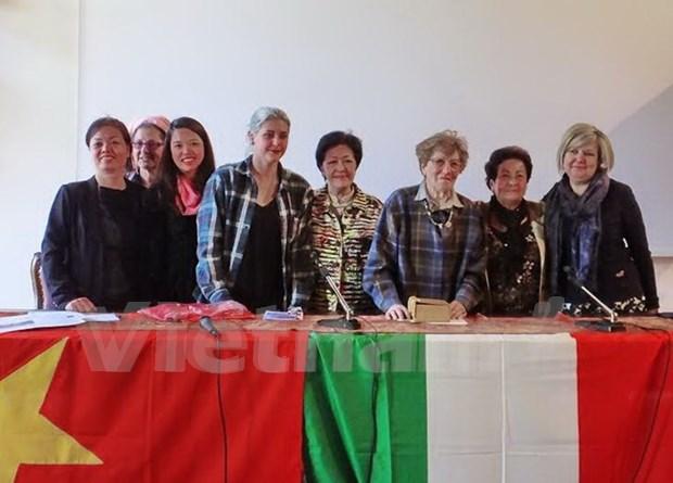 意越就妇女在战争与和平中的作用进行座谈交流 hinh anh 1