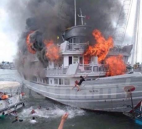 广宁省游船突发大火事件:37名游客安全上岸 hinh anh 1