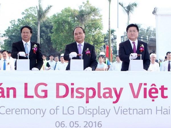 阮春福总理出席越南海防LG显示器公司OLED面板模块组装厂动工兴建仪式 hinh anh 1