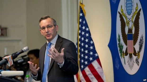 美国将重新考虑对缅甸实施的若干经济制裁措施 hinh anh 1