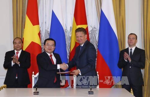越南政府总理阮春福参观俄罗斯两大天然气和石油公司 hinh anh 1