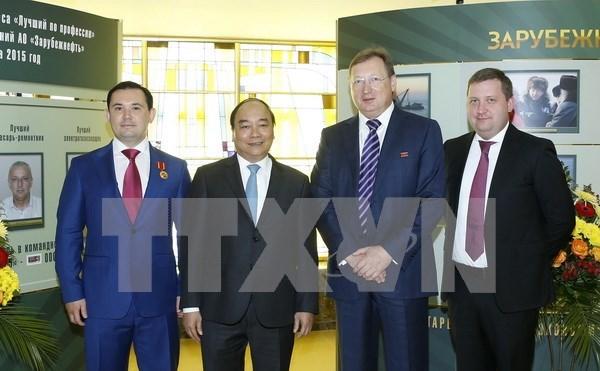 越南政府总理阮春福参观俄罗斯两大天然气和石油公司 hinh anh 2
