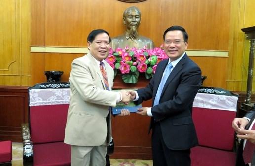越南祖国阵线领导人会见老挝律师代表团 hinh anh 1