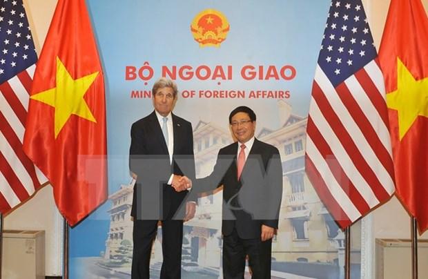 越南政府副总理兼外长范平明与美国国务卿约翰·克里举行会谈 hinh anh 1