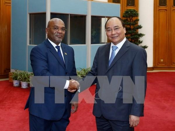 阮春福总理会见莫桑比克交通和通讯部长卡洛斯 hinh anh 1
