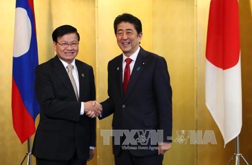 日本与老挝加强合作关系 hinh anh 1