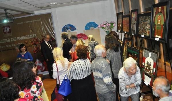 越南磨漆画展在挪威举行 hinh anh 1