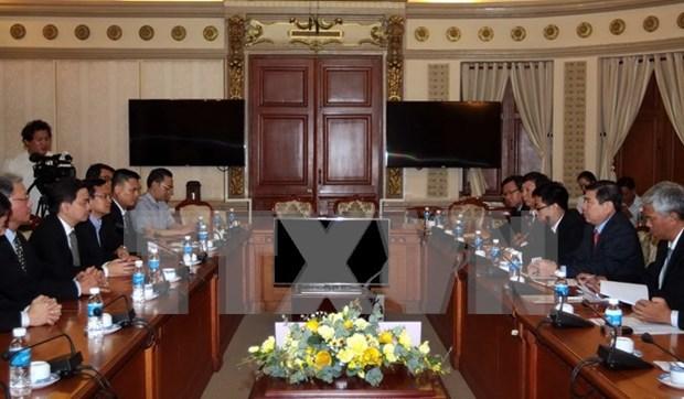 越南胡志明市与老挝首都万象加强合作 hinh anh 1
