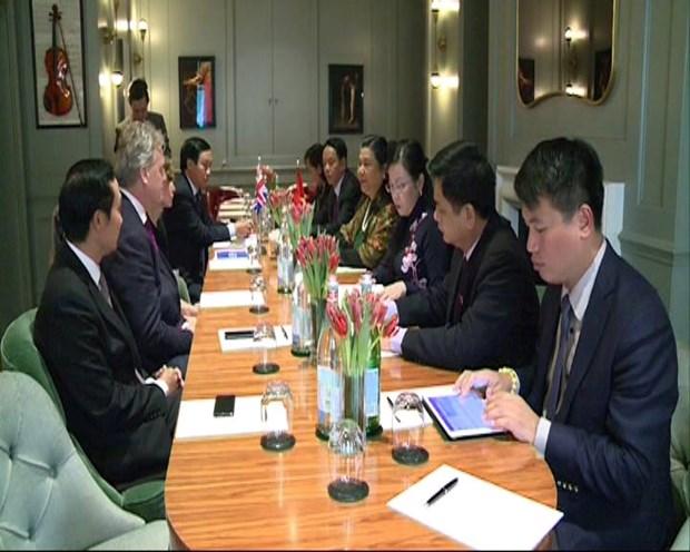 越南国会副主席丛氏放对英国进行访问 hinh anh 1