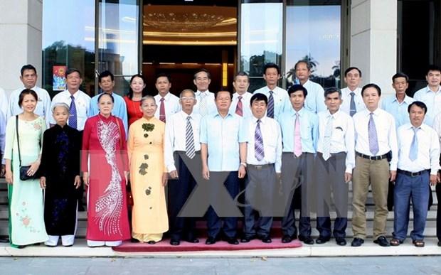 越南政府副总理张和平会见广南省橙毒剂二恶英受害者协会代表团 hinh anh 1