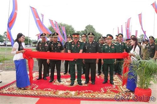 第七军区为柬埔寨皇家军队援建的工程项目落成 hinh anh 1