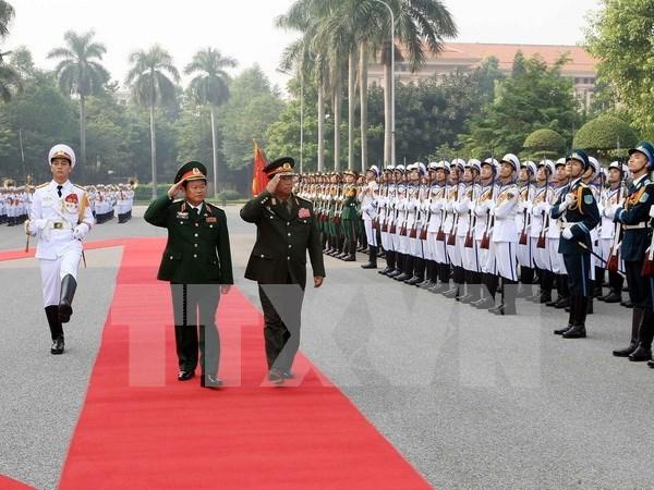 越南国防部和总参某部领导会见外国客人 hinh anh 1