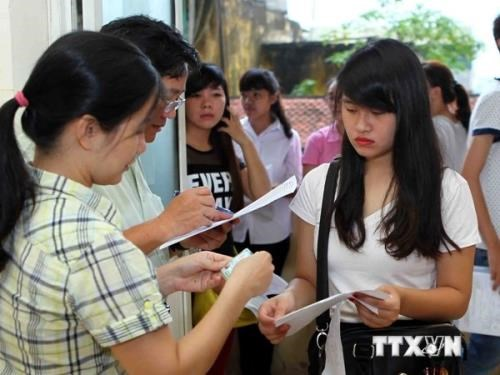80多万名学生参加2016年越南高中毕业和大学入学国家统一考试 hinh anh 1