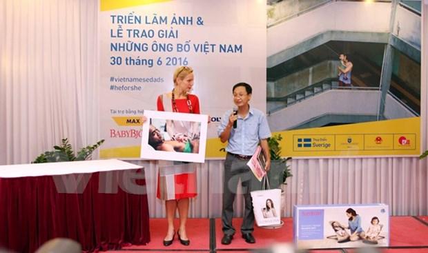 《越南父亲》摄影比赛获奖作品精彩亮相 hinh anh 1