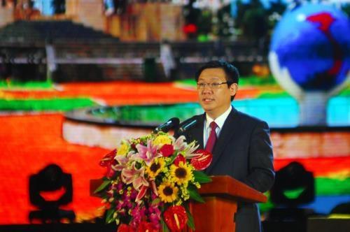 2016年越南九龙江三角洲经济合作论坛在后江省开幕 hinh anh 1