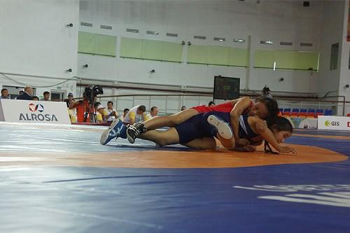 越南游泳和摔跤队在第六届亚洲儿童运动会上获5金 hinh anh 1